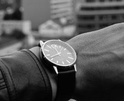 時間を確認する人