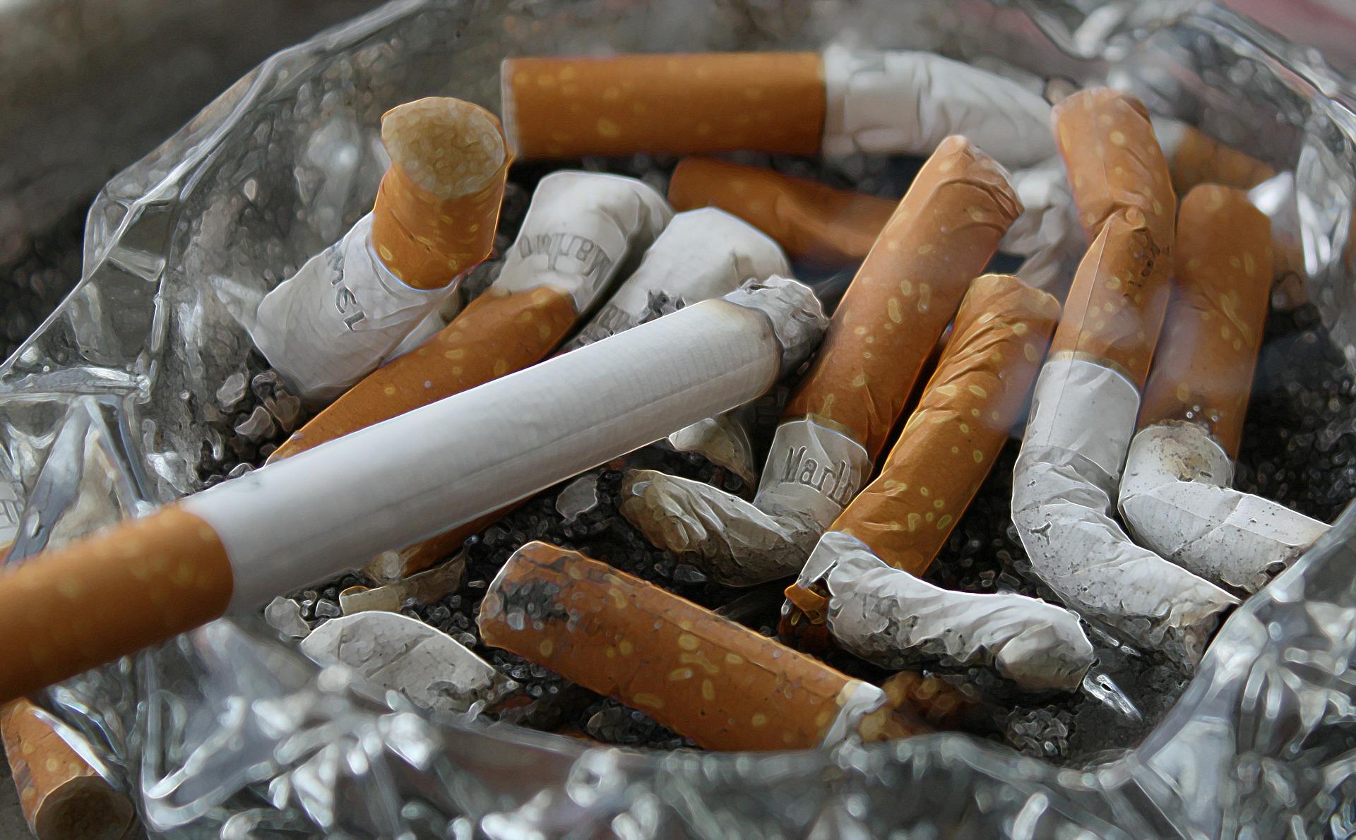 たばこの灰皿