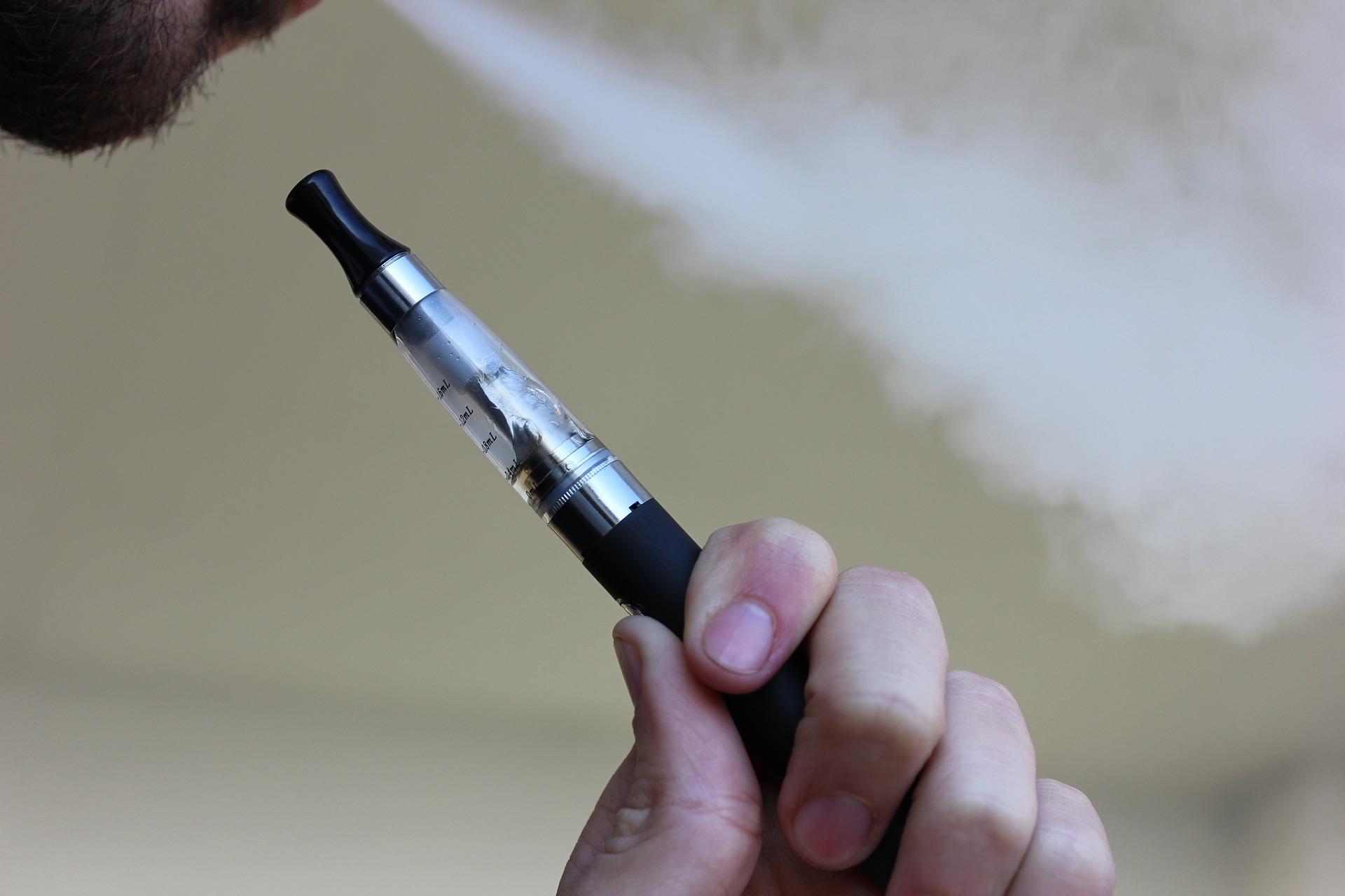 電子たばこを吸う初心者