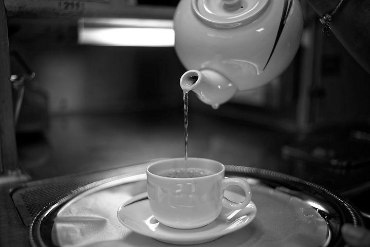 ぬるま湯でキャップを掃除