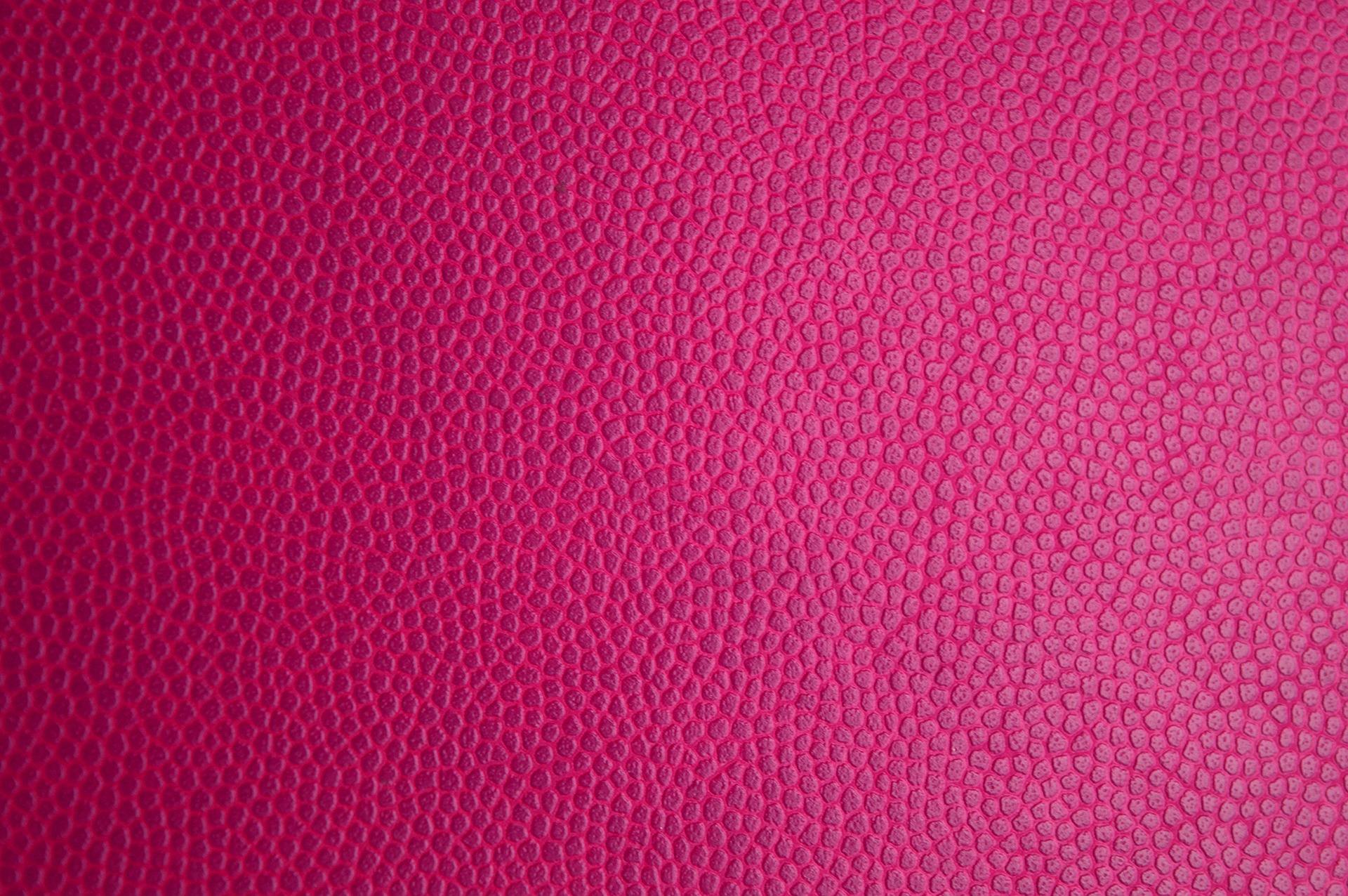 充電コードがピンク色に変色